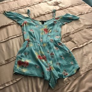 I am selling a forever 21 floral romper